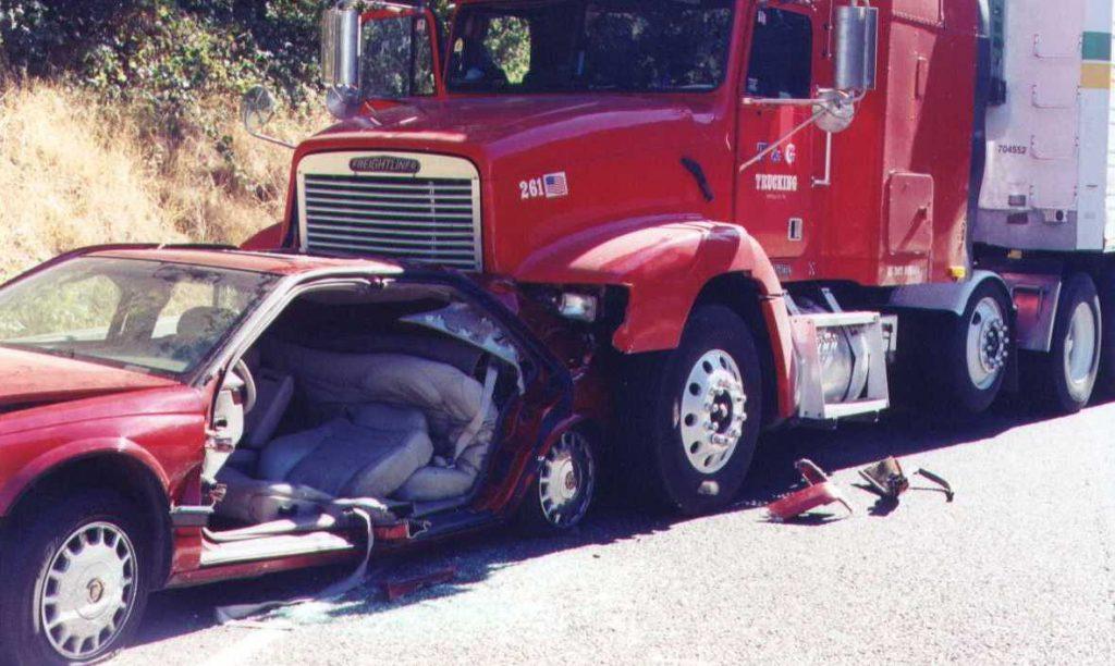 El Mejor Bufete Legal de Abogados de Accidentes de Semi Camión, Abogados Para Demandas de Accidentes de Camiones Chula Vista California