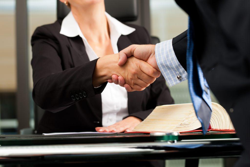 La Mejor Firma Legal de Abogados en Español de Acuerdos en Casos de Compensación Laboral, Mayor Compensación de Pago Adelantado en Chula Vista California
